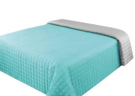 miętowa narzuta na łóżko